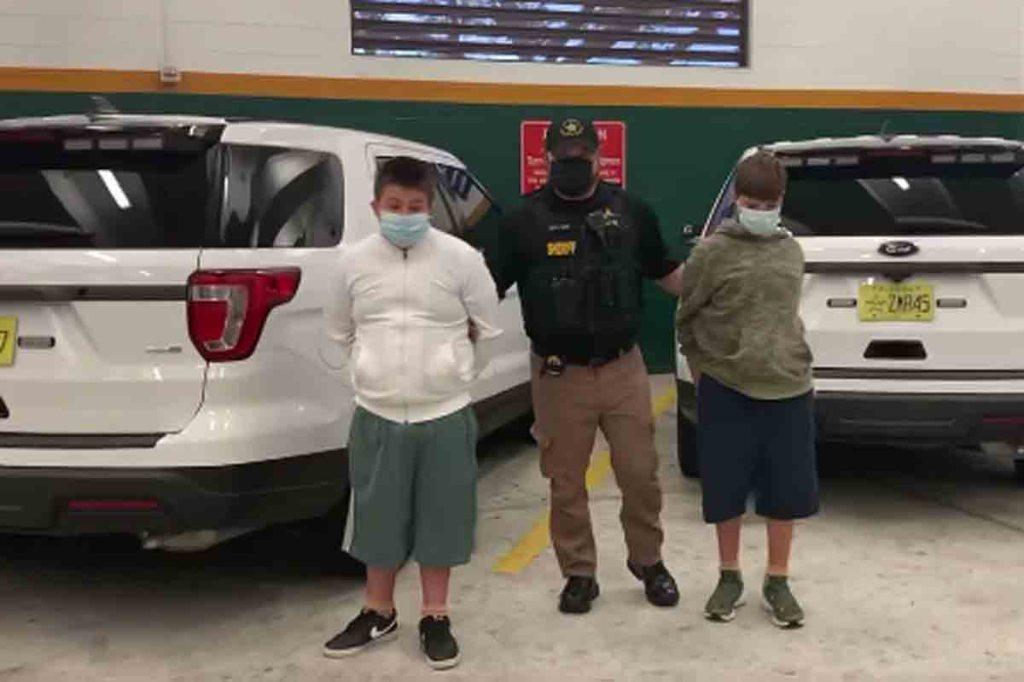 """Suspectés de """"préparer une tuerie de masse,""""Columbine"""", deux garçons ont été arrêtés en Floride"""