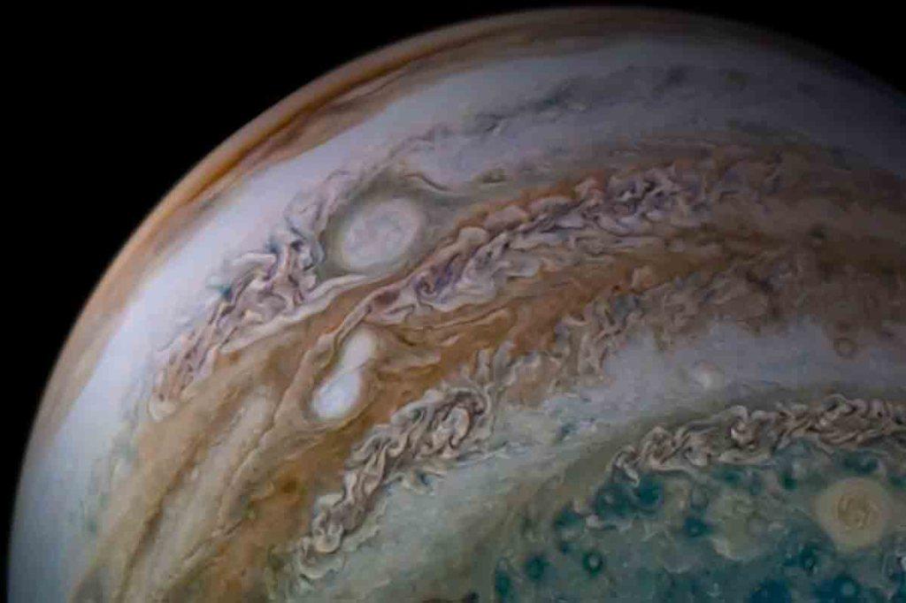 Espace : la planète Jupiter percutée par un objet non identifié