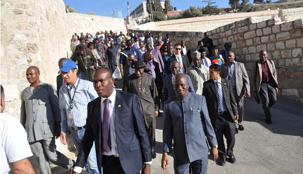 PRESIDENT GOODLUCK JONATHAN WITH OTHER NIGERIAN PILGRIMS WALKING DOWN THE PALM SUNDAY ROAD TO THE CHAPEL OF DOMINOUS FLEVIT