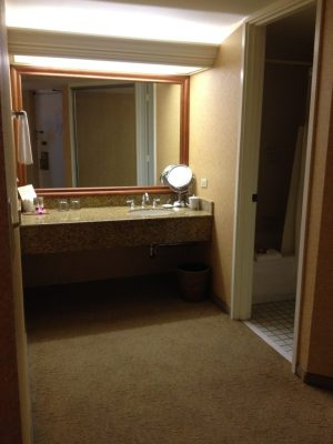 Hyatt Regency Waikiki Beach Standard Room Bathroom