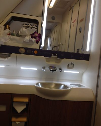 Secondary bathroom onboard the Thai Airways A380