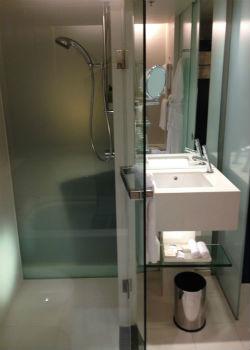 Hilton Sydney Executive bathroom 2