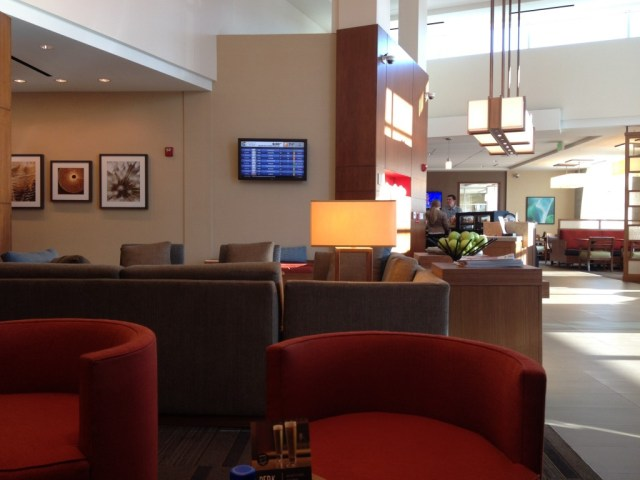 Hyatt Place LAX lobby