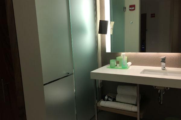 Hyatt Centric Chicago The Loop Bathroom