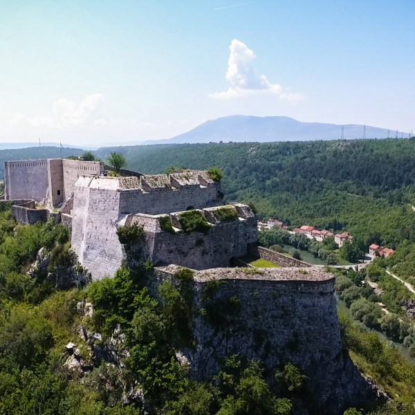 knin-pointers-travel