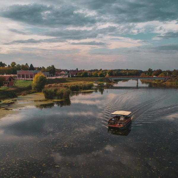 nijemci-boat-river-pointers-travel-syrmia