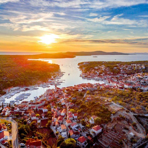 Milna-island-pointers-travel