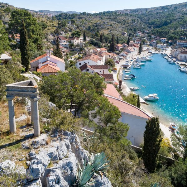 Milna-Brač-island-pointers-travel