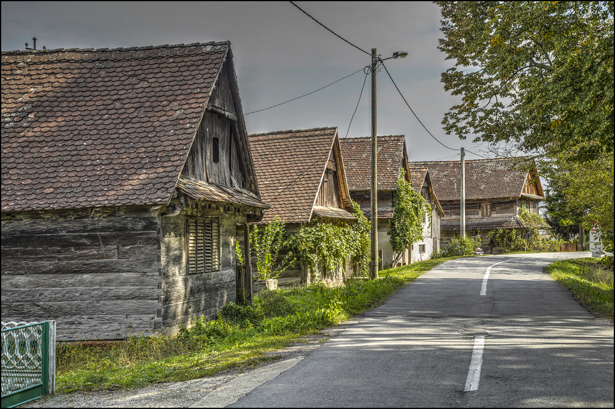 sisak-moslavina-houses-pointers-travel