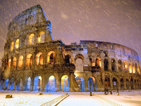 snow-colosseum-rome-italy_64420_990x742