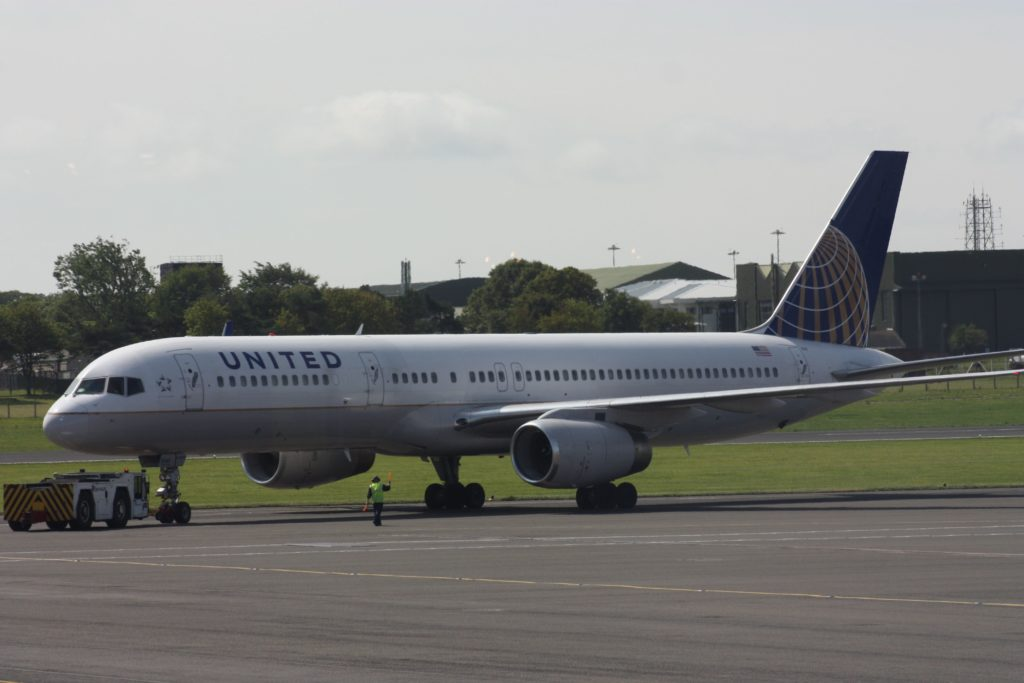 A United Airlines Boeing 757-200 at Belfast International. Photo by Ardfern.