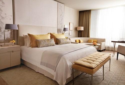 Four Seasons Signature Bed
