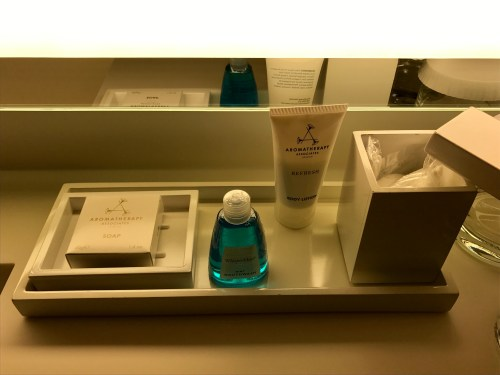 Conrad New York Deluxe Suite - Vanity