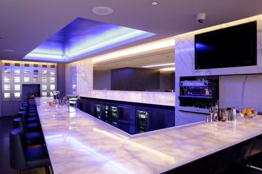 United Polaris Lounge Chicago O'Hare Bar. Source: United