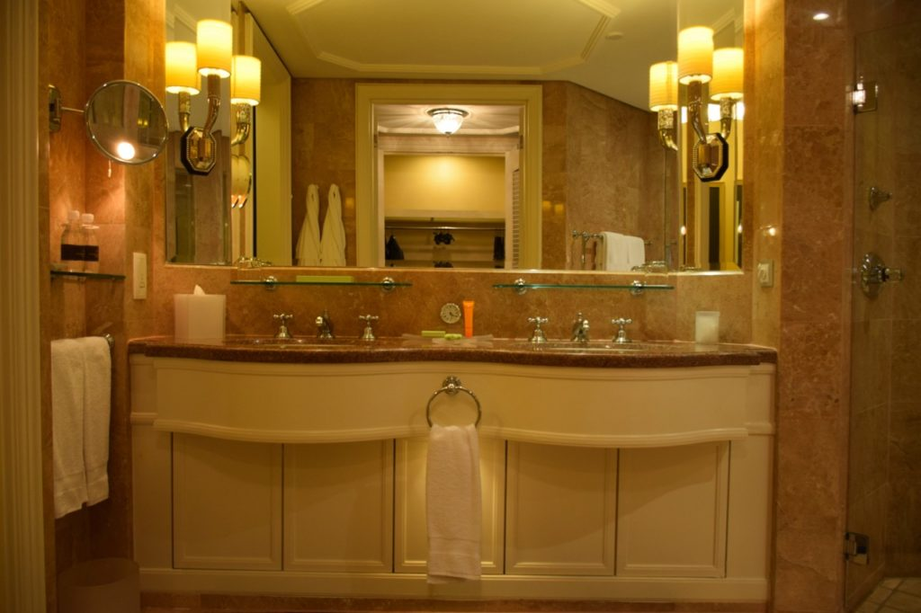 Four Seasons Singapore - Bathroom