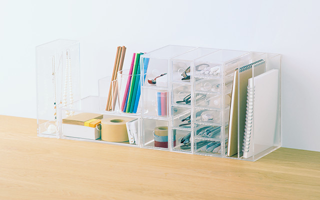 Don't you want your desk to look like this one? Source: Muji