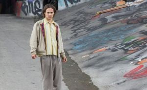 "Frank Dillane, as Nick in ""Fear the Walking Dead,"" escapes from the hospital"
