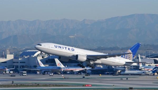 United_Airlines_-_N771UA_-_Flickr_-_skinnylawyer