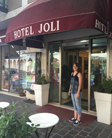joli_entrance