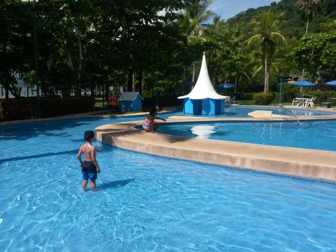hotel punta leona pool