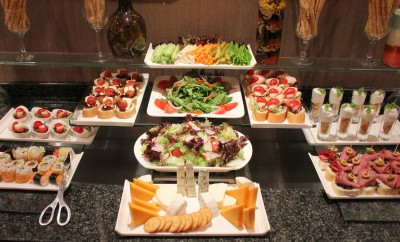 Platinum also gives Club Lounge access. Here's the afternoon spread at Le Meridien Amman, Jordan