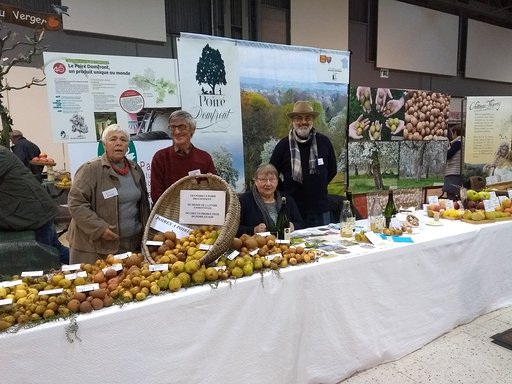L'association des croqueurs de pommes du Bocage Normand à Europom 2018 avec les poires et poiriers du Domfrontais