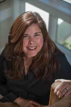 Lisa-Unger-2017-Author-Photo-2-