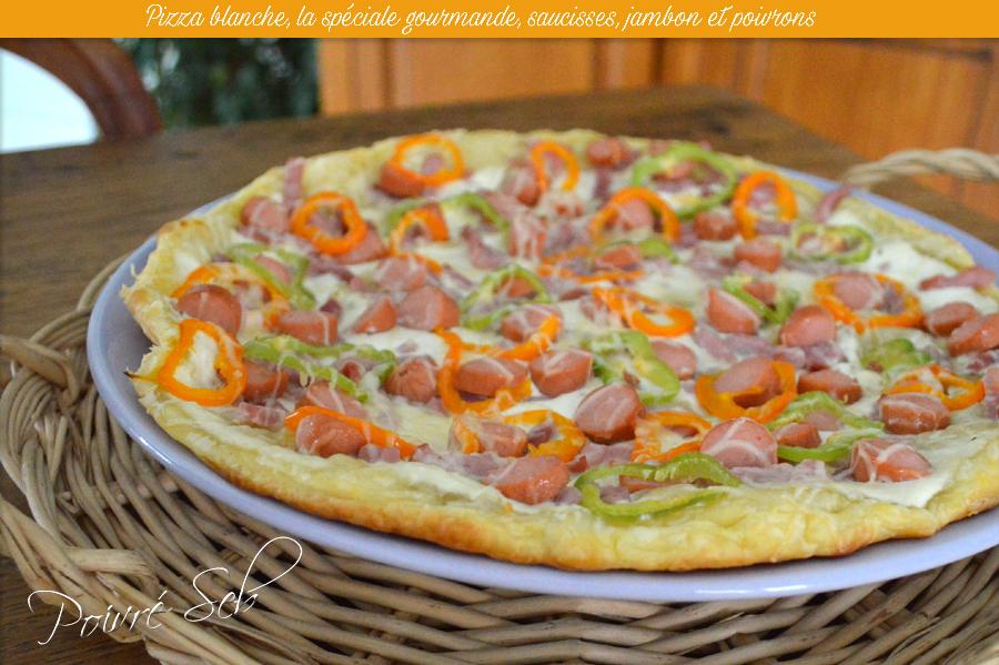 Pizza blanche, la spéciale gourmande, saucisses, jambon et poivrons principale