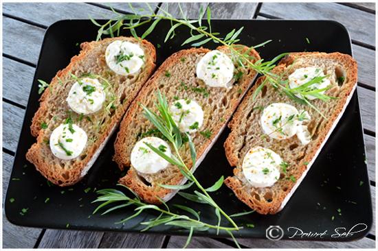 tartines-au-chèvre-frais-aux-herbes-a-huile-de-truffe