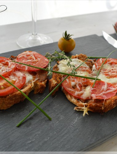 Tartelette à la rhubarbe caramélisée et meringuée