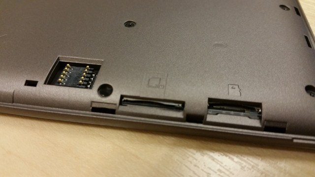 Back Case connector, single SIM and SD Card slots at the back.