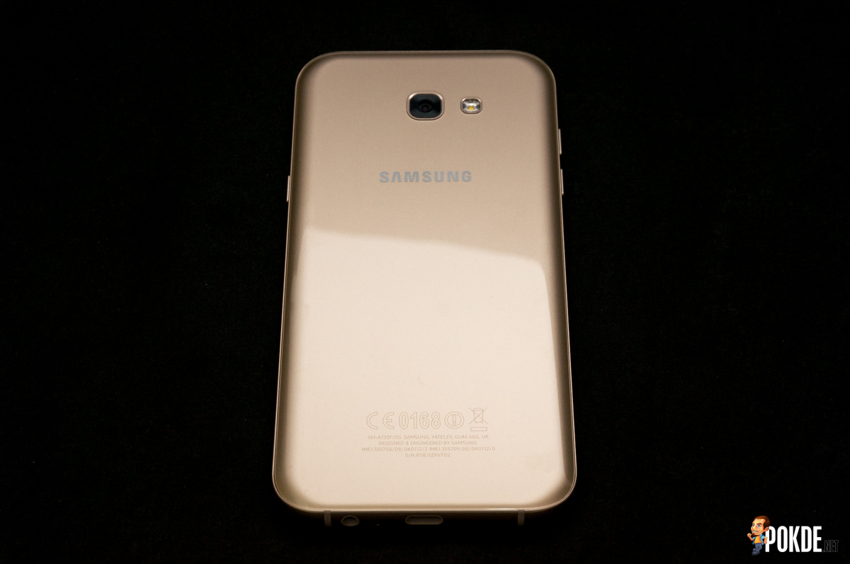Samsung Galaxy A7 2017 Review Its Time To Get Wet Pokde Smartphone The Rear Of Is Made Curved Glass Or What Calls 3d Has Used A Similar Back Design In
