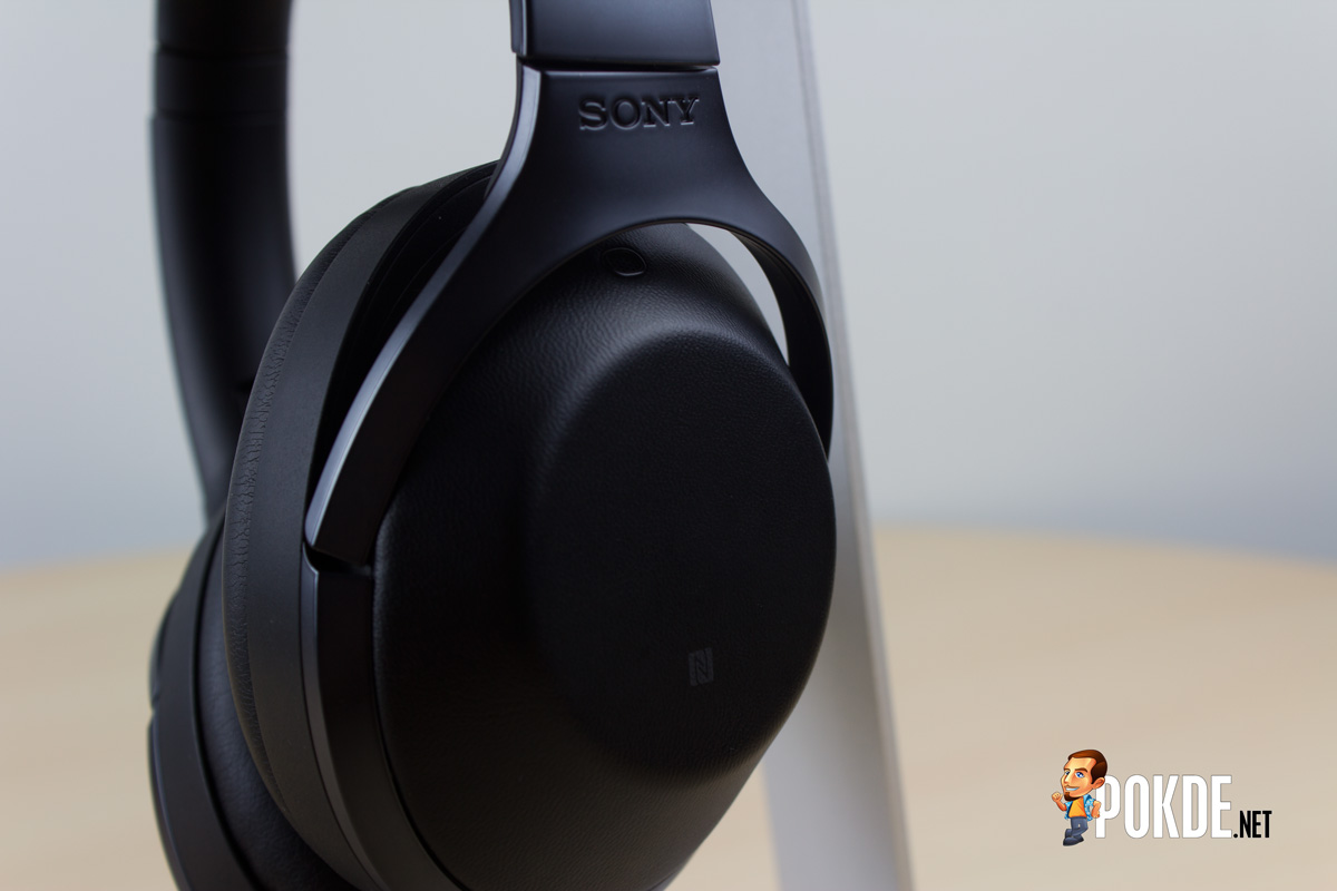 Sony Mdr 1000x Wireless Headset Review Noise Cancelling Beyond Headphone Other Than The Nfc Tag On Right Housing Comes With A Touch Sensitive Pad Swipe And Tap Gestures It Allows To Skip Tracks