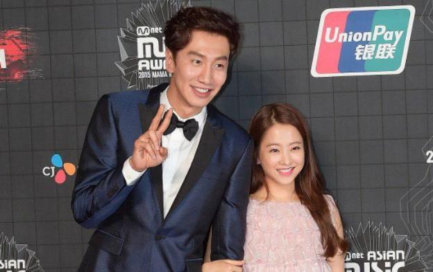 Park Bo Young Dan Lee Kwang Soo Terlihat Makan Bareng Disebuah Restoran