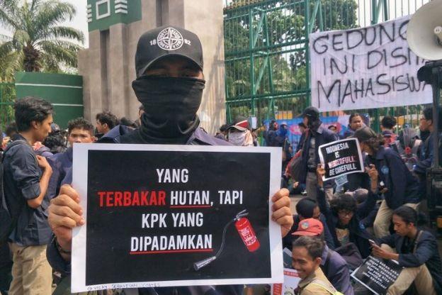 Surat Kaleng Beredar! Bahwa Pegawai KPK Ikut Demonstrasi Mahasiswa