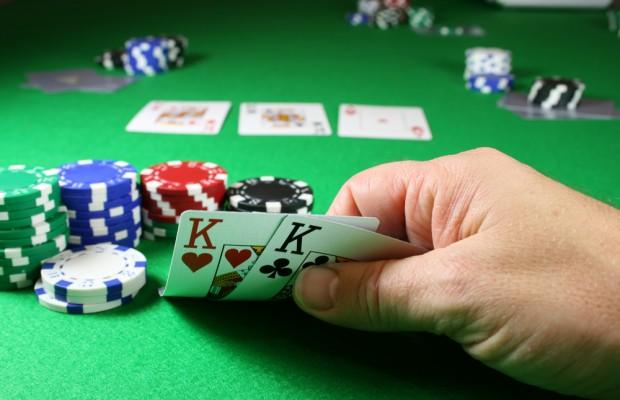 play-tight-aggressive-poker