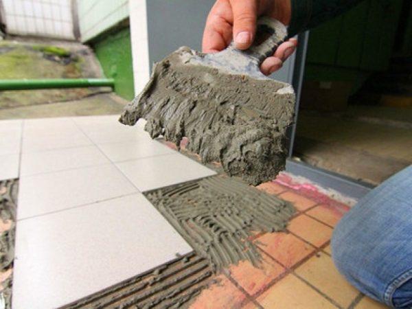 Lehetséges, hogy a csempe a régi csempe a padlón