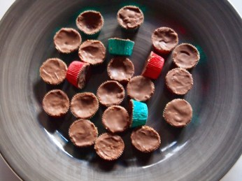 Mini chocolate cups with nut cream