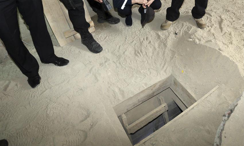 Boca del túnel donde, presuntamente, el Chapo salió en su fuga del penal de máxima seguridad del Altiplano. Imagen distribuida por la PGR.