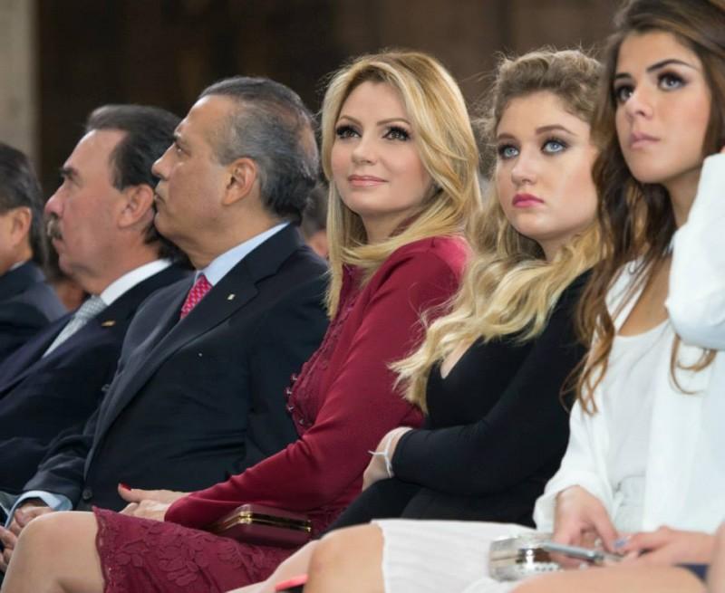 Angélica Rivera, sus hijas y las de Peña Nieto presentes en el tercer informe. Foto: Facebook de Enrique Peña Nieto.