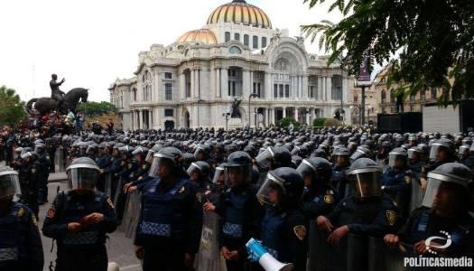 Con cerco policial, impiden entrada de la CNTE al Zócalo