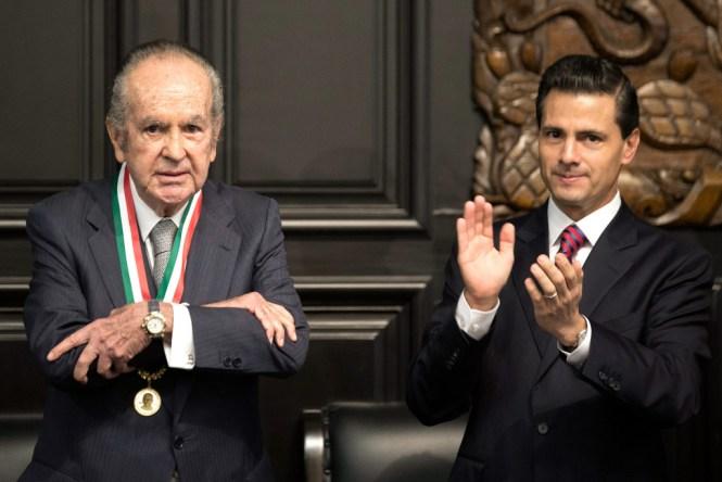 Alberto Baillères y Enrique Peña Nieto en la entrega de la medalla Belisario Dominguez. Foto: Presidencia