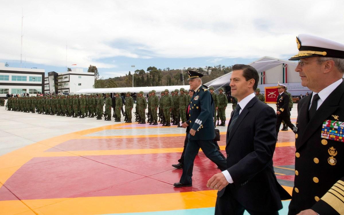 Peña Nieto acompañado por los secretarios de la Defensa Nacional y de la Marina. Foto: Especial