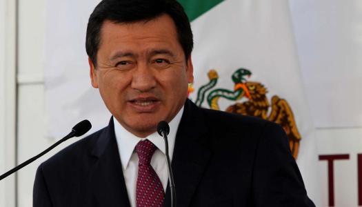 """Por oponerse a las masacres, Osorio Chong acusa a AMLO de """"lucrar con la inseguridad"""""""