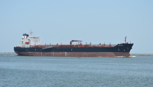 Otro golpe contra huachicoleros: decomisan dos buques con gasolina robada