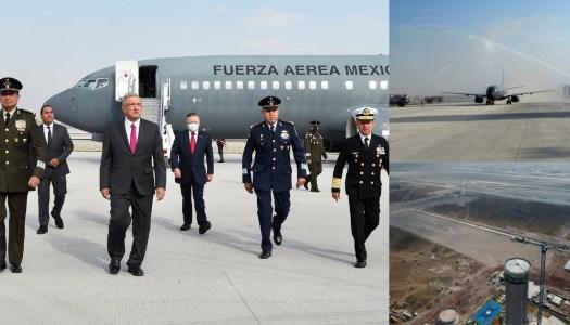 """Histórico: AMLO aterrizó hoy en el nuevo aeropuerto, la """"obra más importante del mundo"""""""
