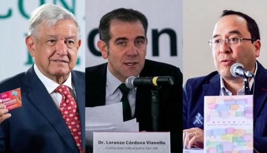 AMLO exhibe a Córdova y Murayama por incongruencia sobre tarjetas
