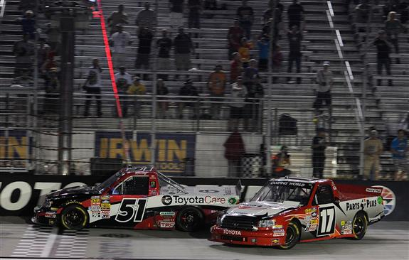 kyle-busch-timothy-peters-finish-nascar-camping-world-truck-series-bristol-2013