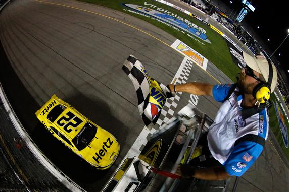 brad_keselowski_checkered_flag_nns_richmond_september_2013 (1)