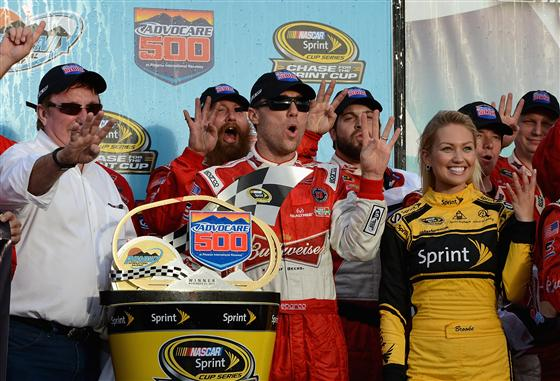 Sprint Cup   Kevin Harvick Wins Keeps Faint Title Hopes Alive